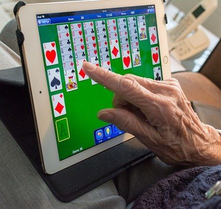 Tablets Computers and Portable screen for seniors: The Only Guide You Need